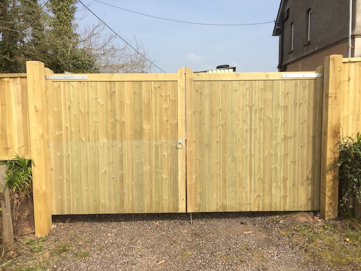 double full heigh timber gates
